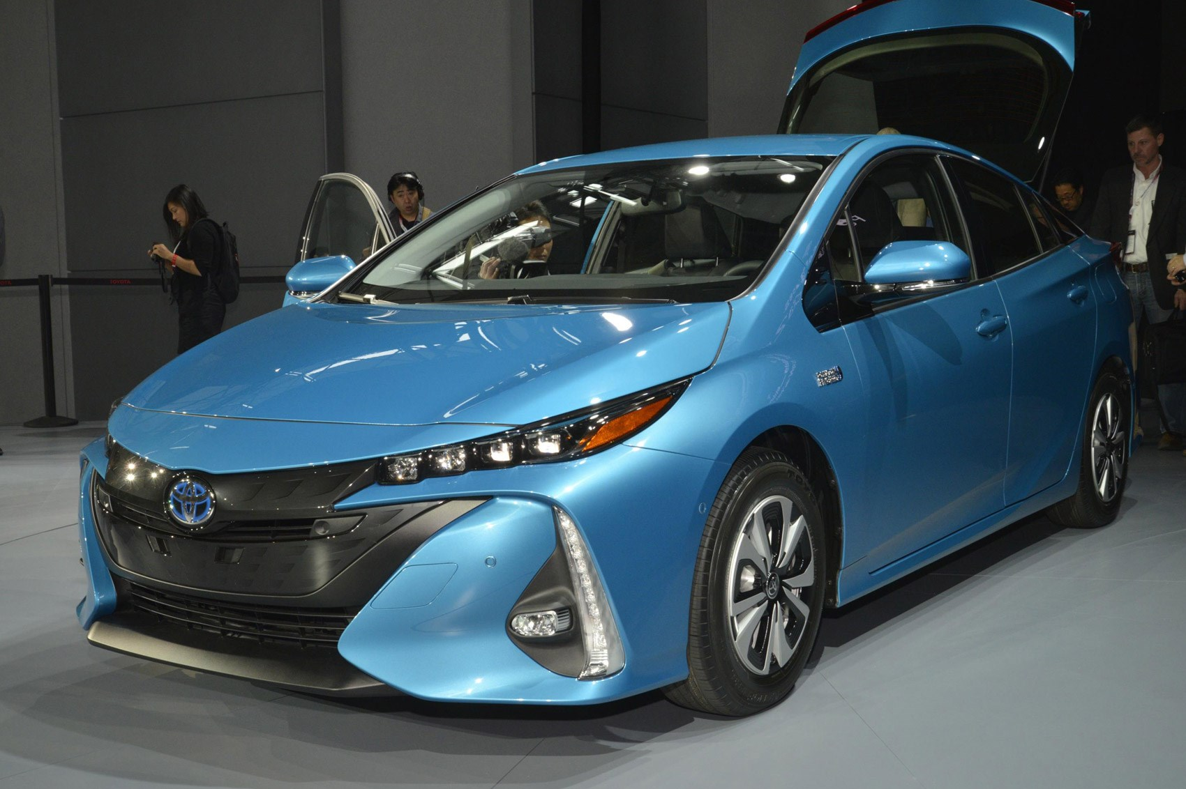 latest toyota prius goes plug in and gets the fastest. Black Bedroom Furniture Sets. Home Design Ideas