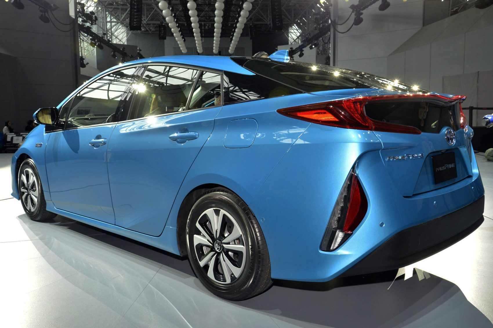 latest toyota prius goes plug in and gets the fastest facelift in history by car magazine. Black Bedroom Furniture Sets. Home Design Ideas