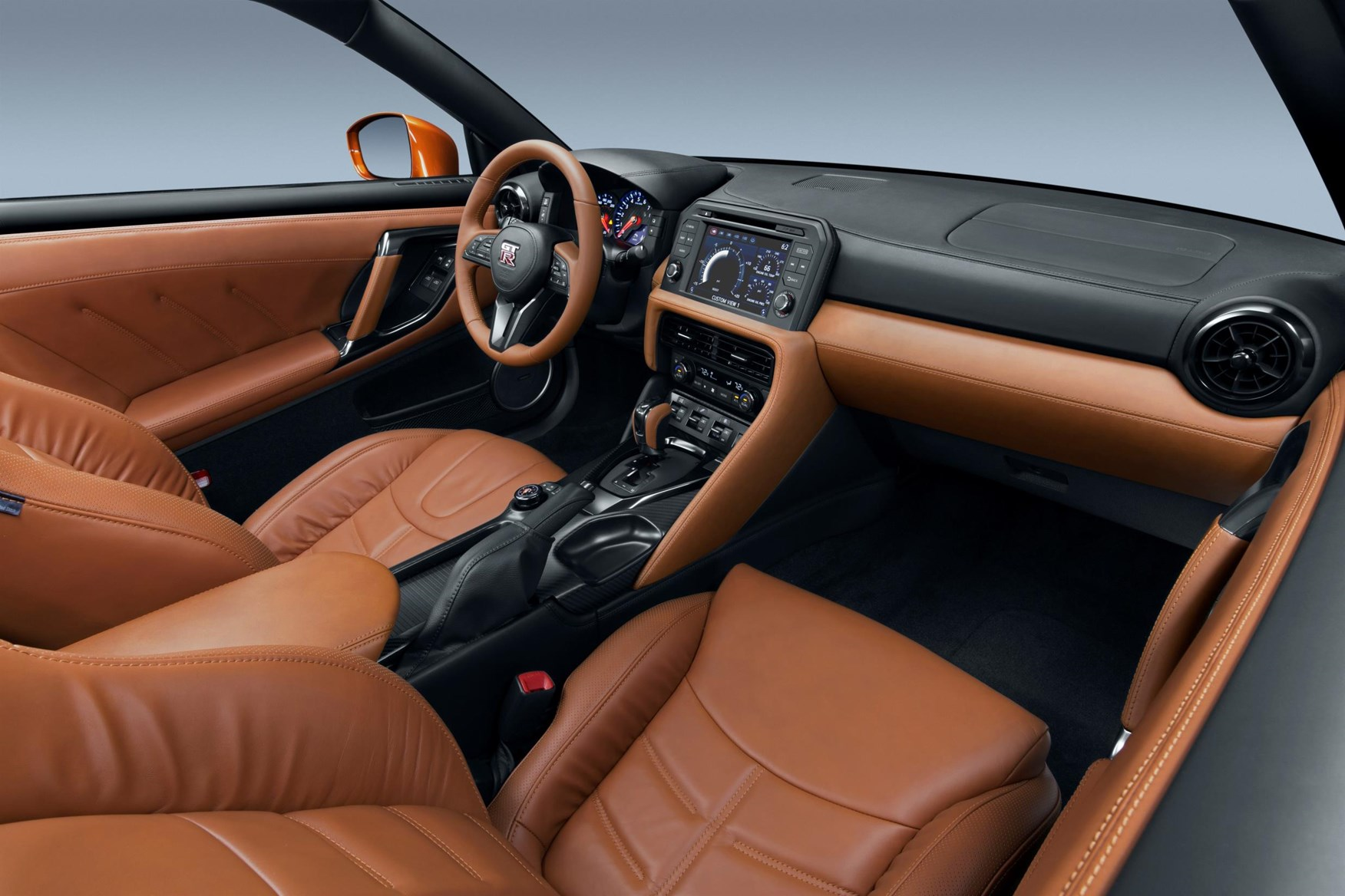 ... Tidy Up In The Cabin Of The 2017 Nissan GT R ...