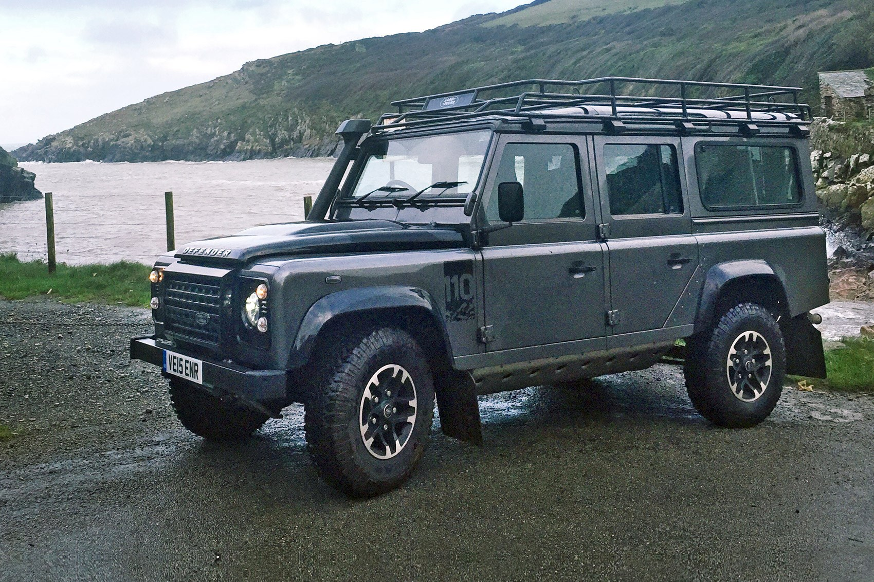land rover defender review autos post. Black Bedroom Furniture Sets. Home Design Ideas