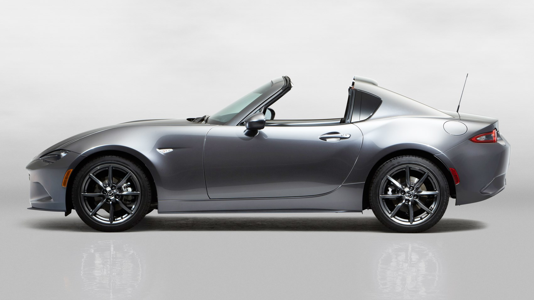 mazda puts a lid on it new mazda mx 5 rf revealed at 2016 new york show by car magazine. Black Bedroom Furniture Sets. Home Design Ideas
