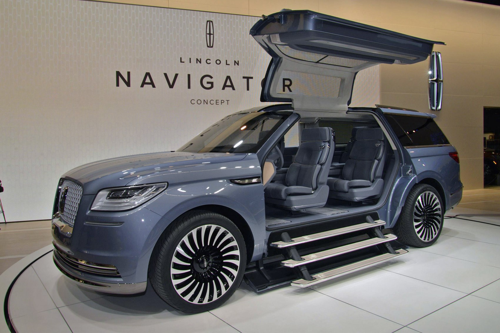 lincoln blows the doors off with new navigator concept by car magazine. Black Bedroom Furniture Sets. Home Design Ideas