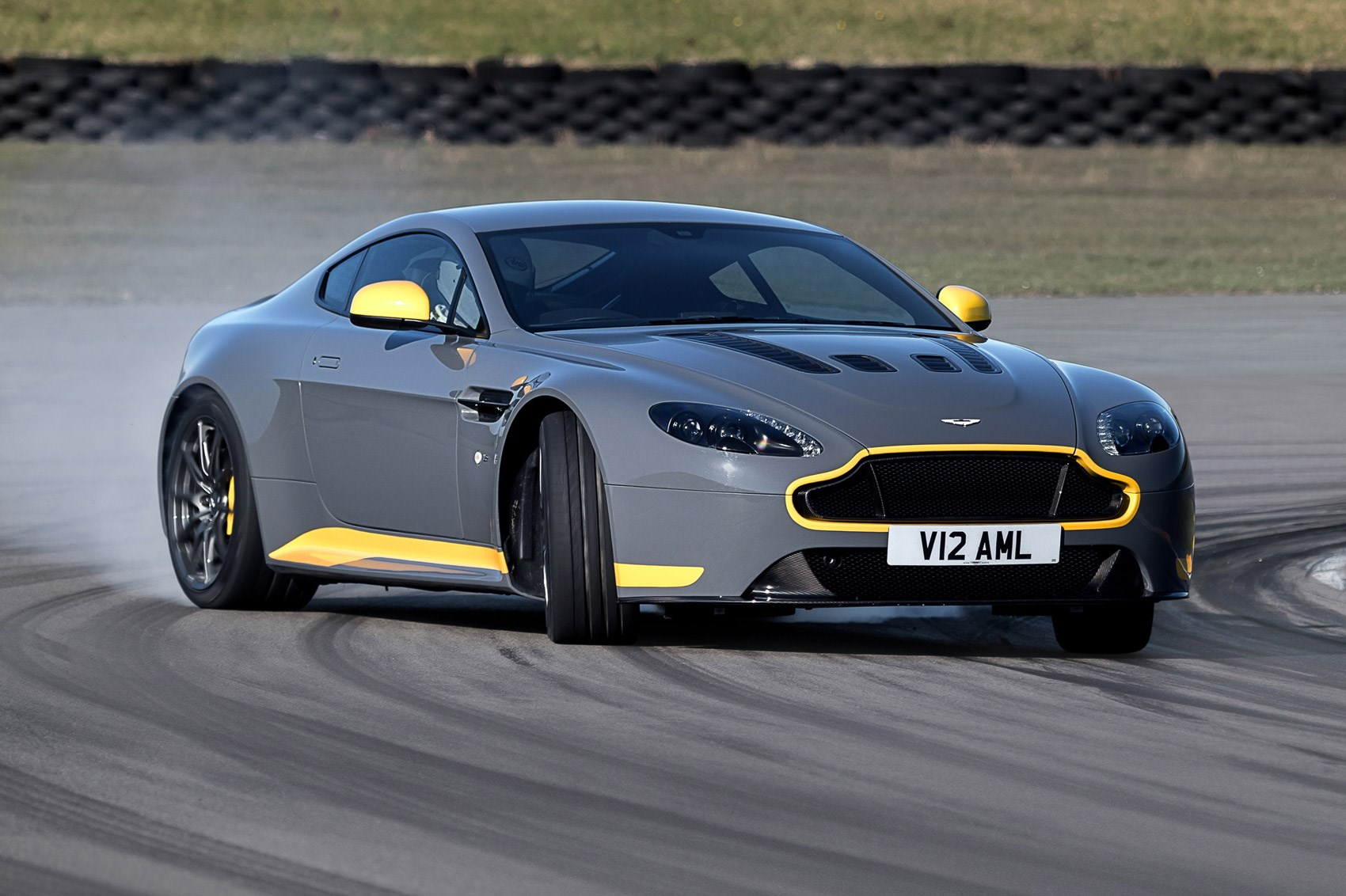 Manual transmission for V12 Vantage S: the ultimate analogue Aston ...