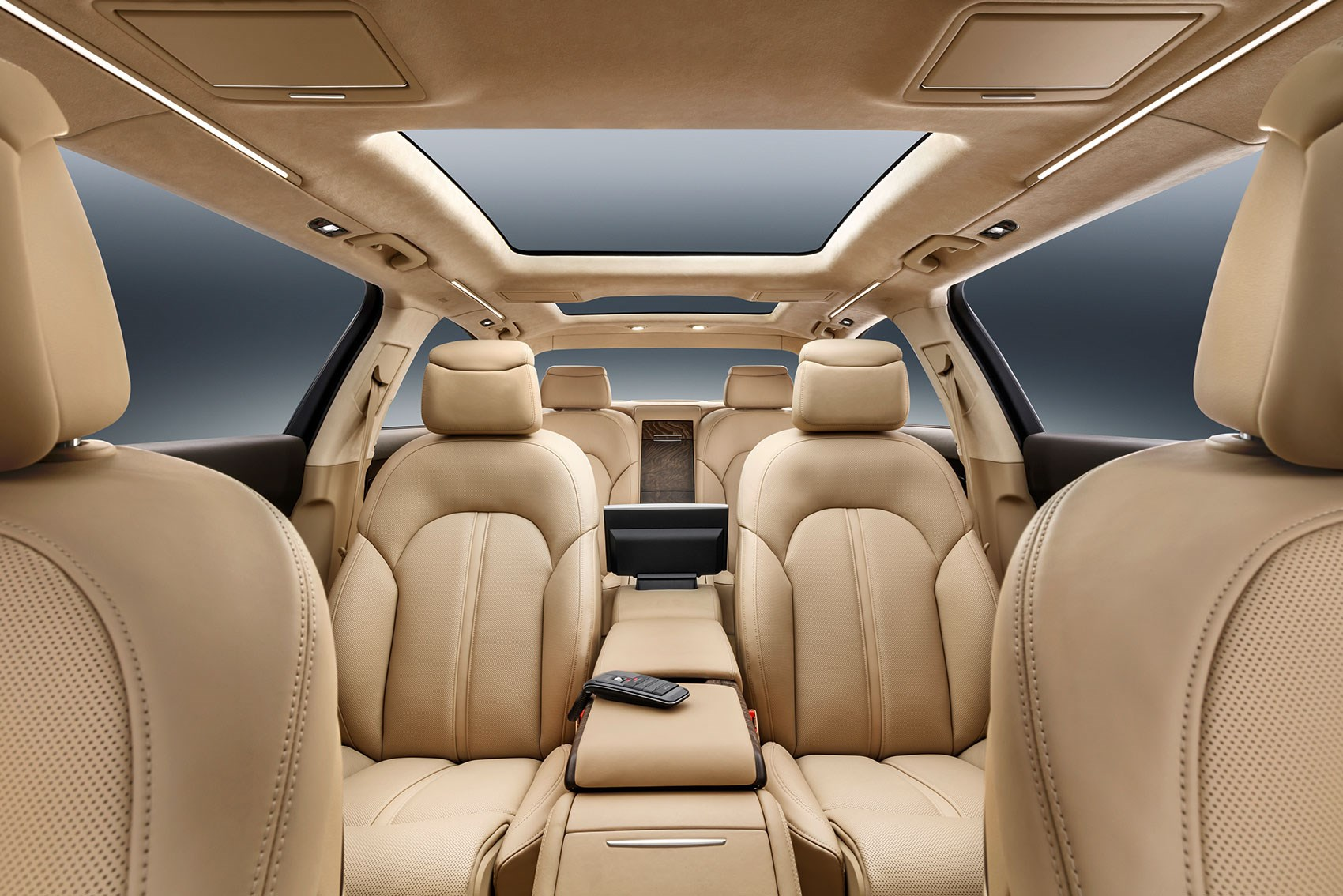 Audi a8 l extended limo six doors for more mayors by car for Interieur voiture de luxe