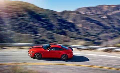 Mustang vs GT-R