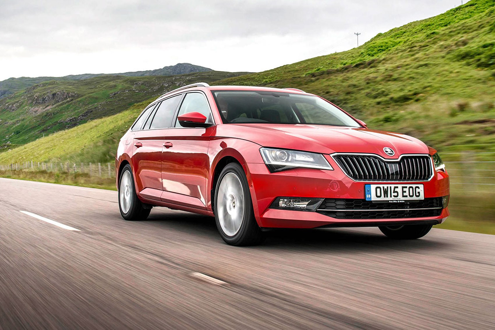 skoda superb 2 0 tsi 280 4x4 estate first drive car may 2016 car magazine. Black Bedroom Furniture Sets. Home Design Ideas