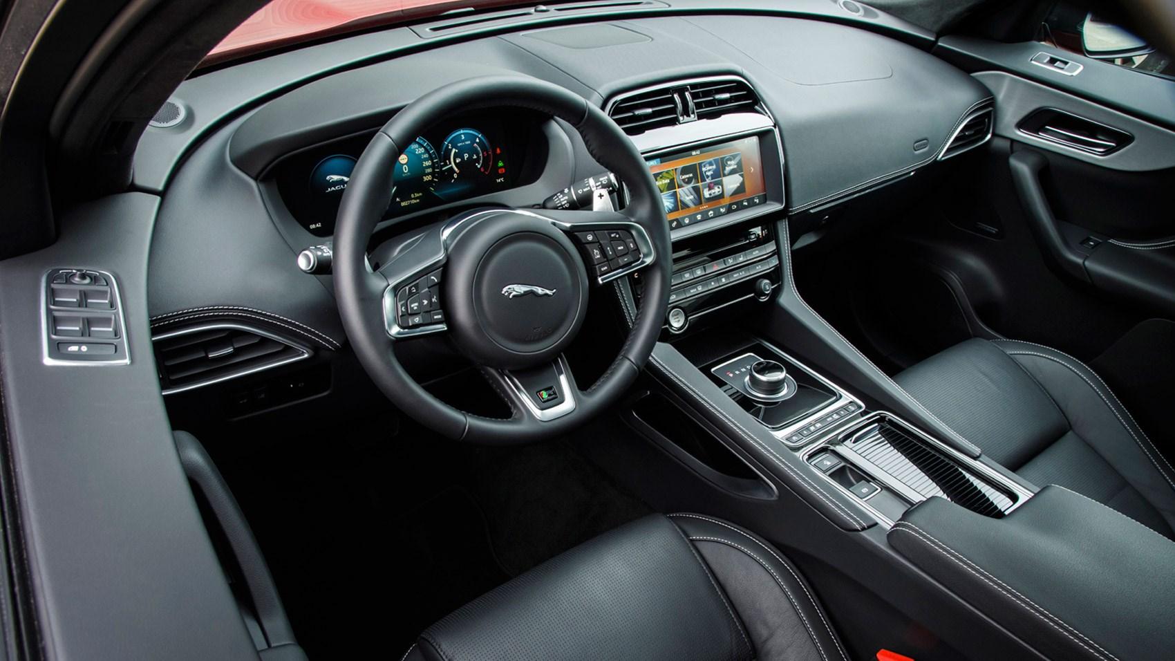 Jaguar f pace 2 0d r sport 2016 review by car magazine for Interieur sport