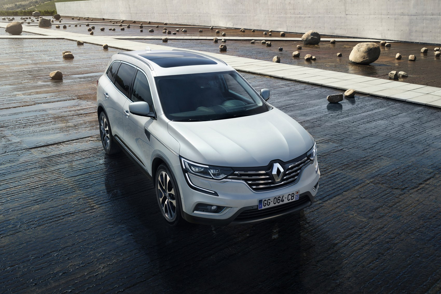 le crossover craze continues prices and specs revealed for 2017 renault koleos by car magazine. Black Bedroom Furniture Sets. Home Design Ideas