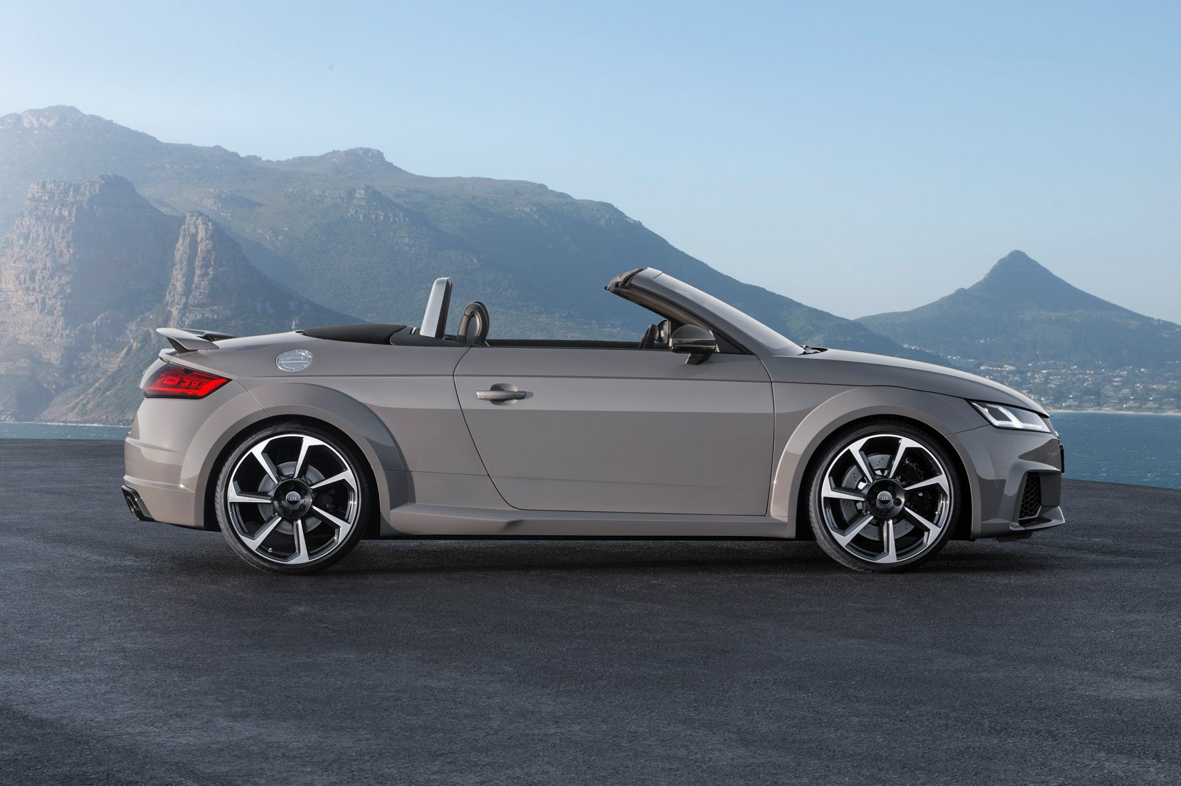 audi goes porsche hunting with new 395bhp tt rs coupe and. Black Bedroom Furniture Sets. Home Design Ideas