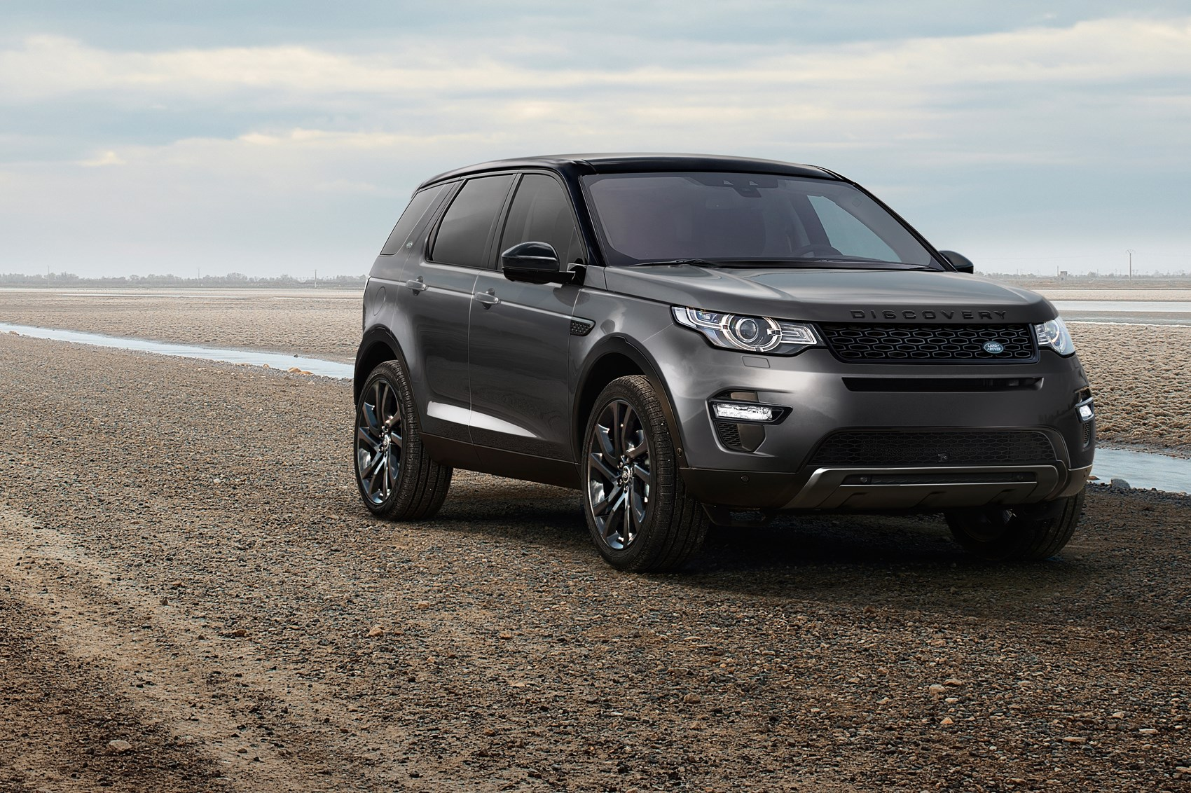 updated 2016 land rover discovery sport can help you find your keys by car magazine. Black Bedroom Furniture Sets. Home Design Ideas