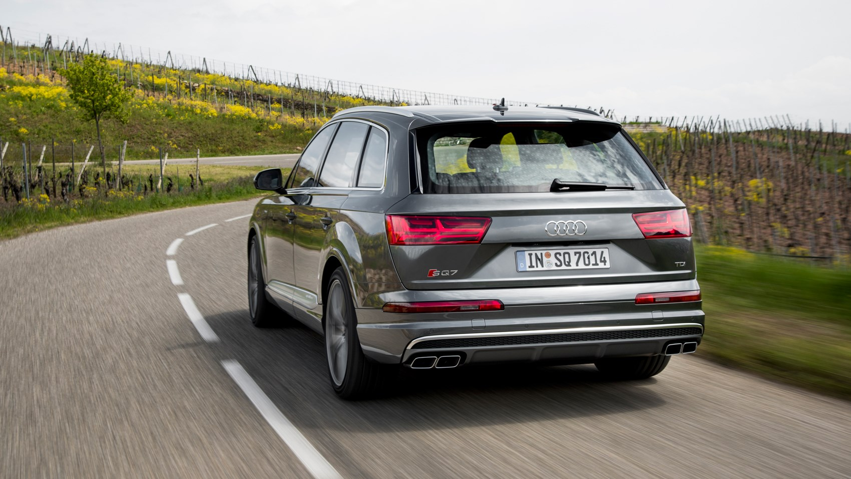 Audi SQ7 TDI (2016) review by CAR Magazine