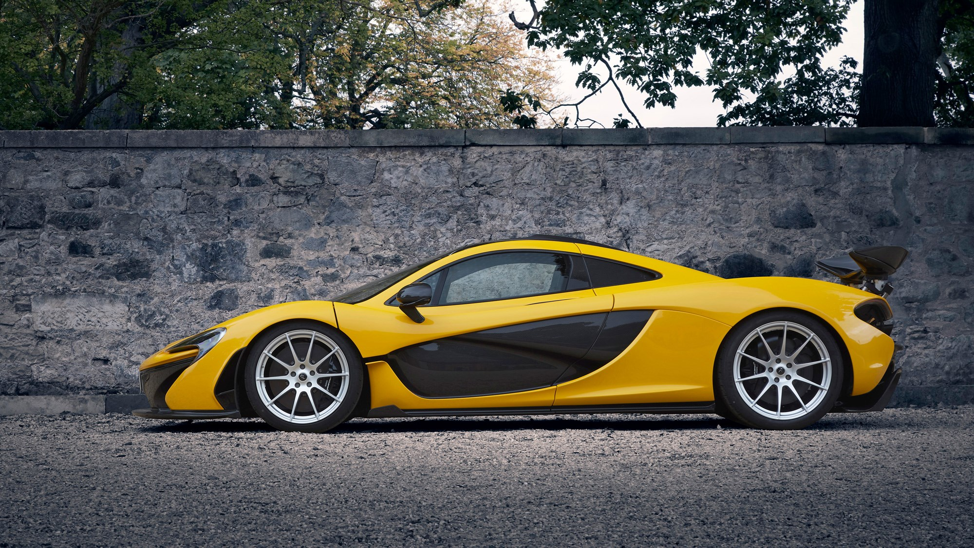 McLaren P1 review, yellow, side view