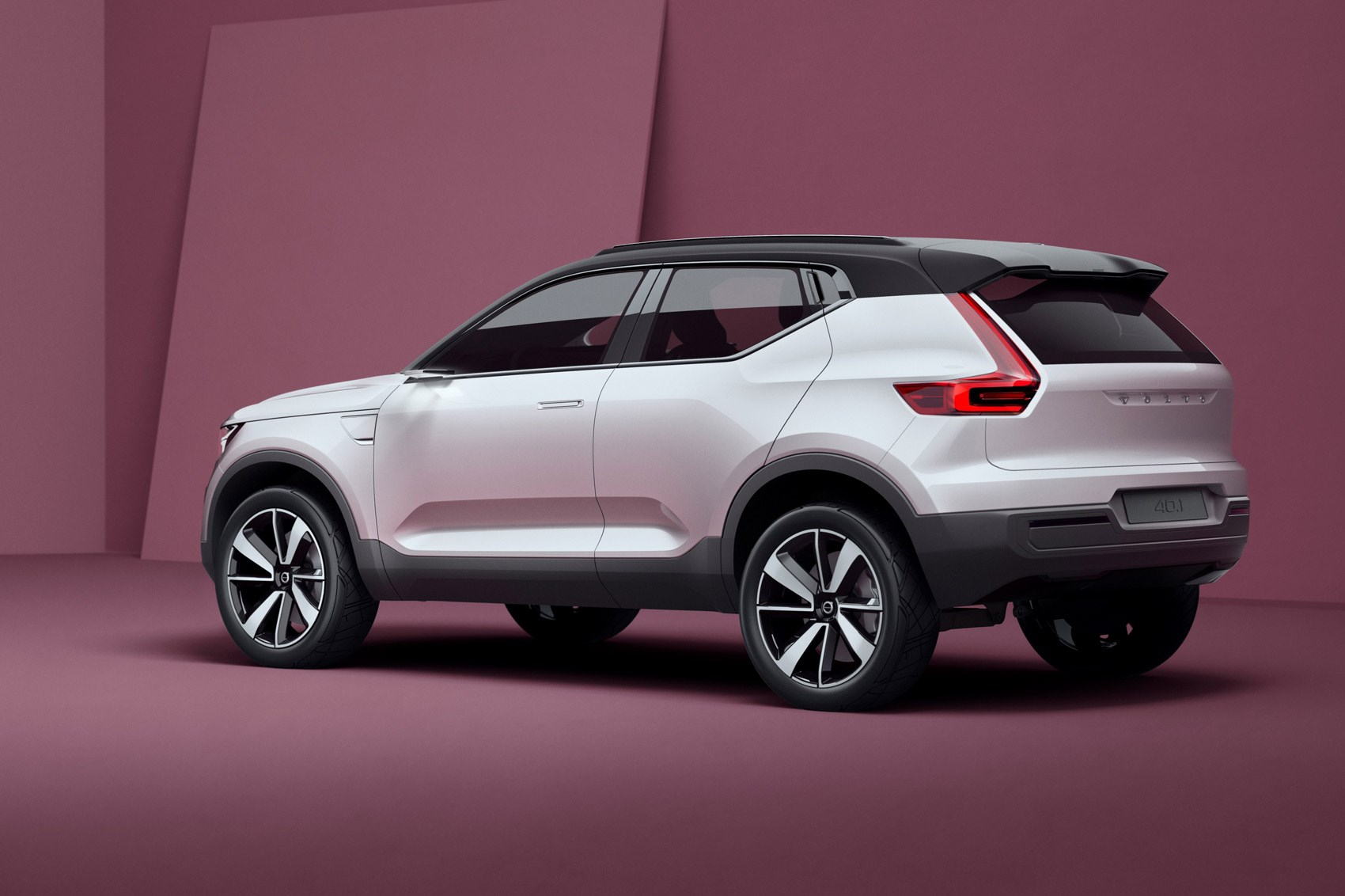 Volvo Suv Models >> Volvo Previews New 40 Series Models With Double Concept Car