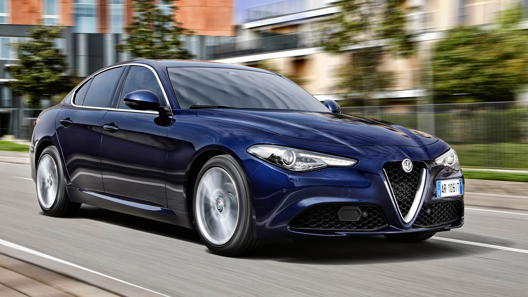 Alfa romeo giulia 2 2 multijet 180 diesel 2016 review by for Auto interieur tuning