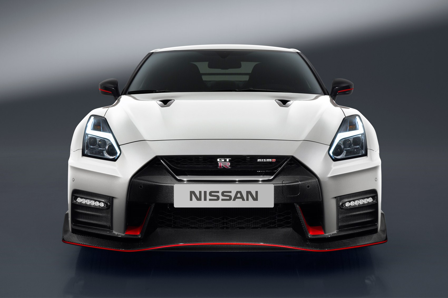 new nissan gt r nismo unveiled by car magazine. Black Bedroom Furniture Sets. Home Design Ideas