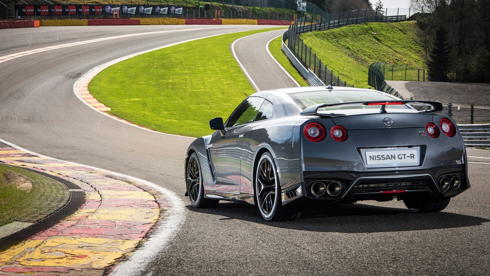 Nissan GTR 2016 review by CAR Magazine