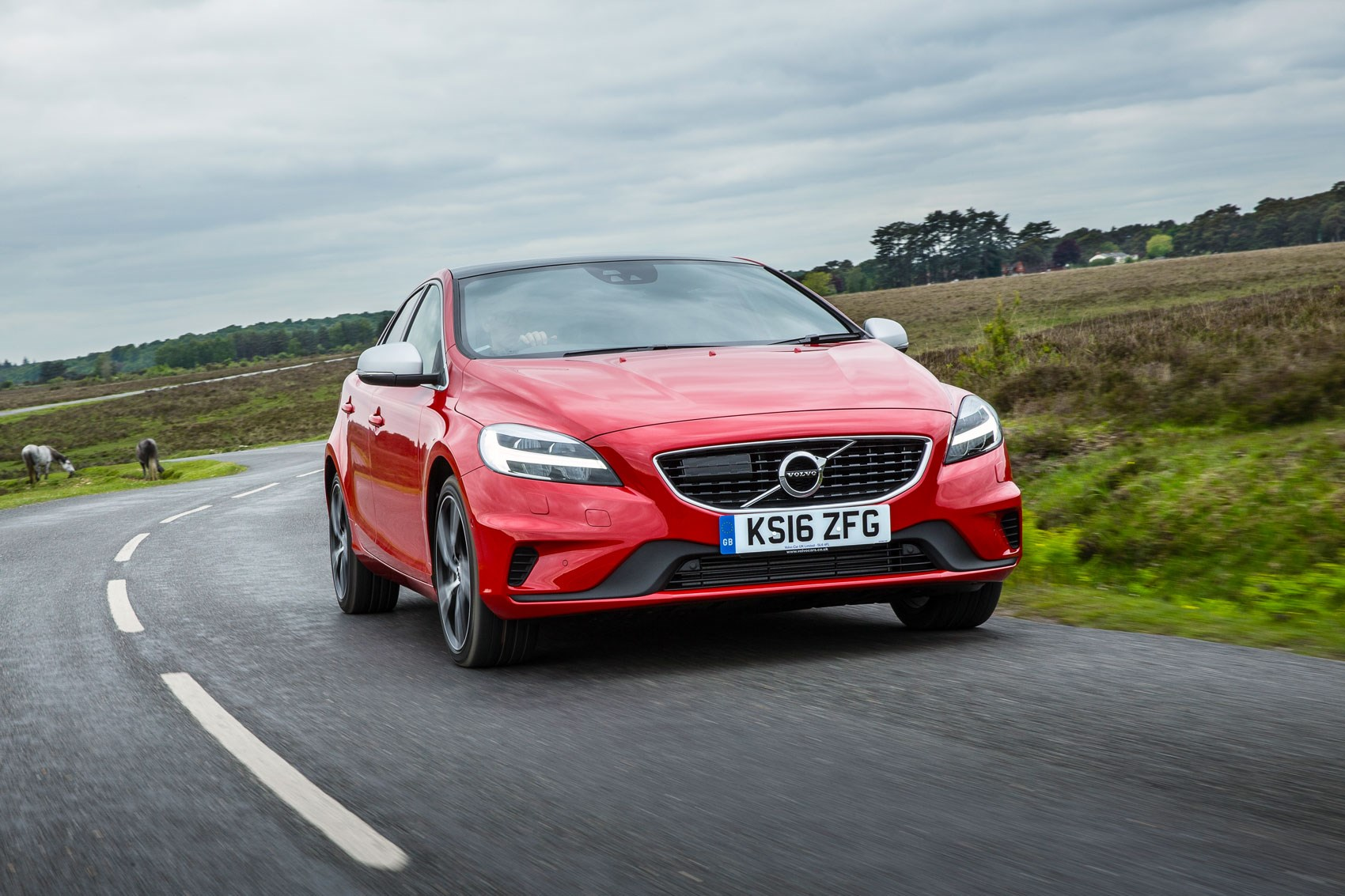 Volvo V40 D3 R-Design (2016) review by CAR Magazine