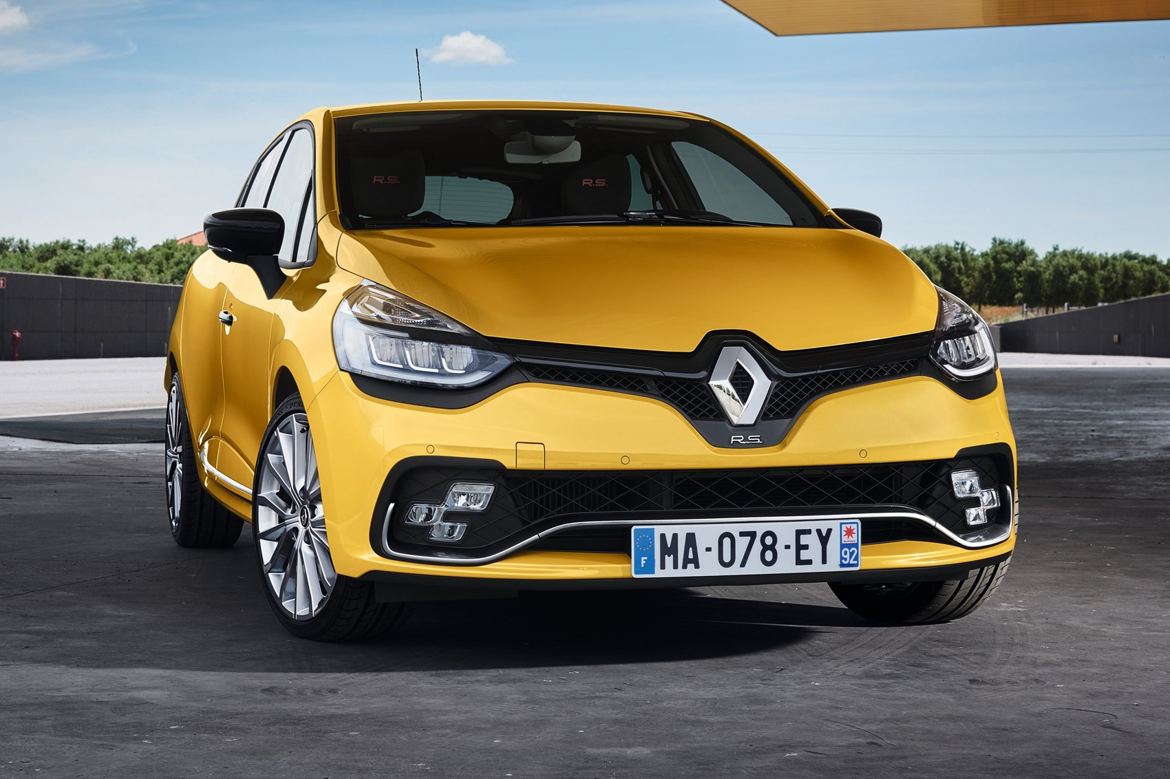 renaultsport clio rs gets more lightbulbs and a fancy. Black Bedroom Furniture Sets. Home Design Ideas