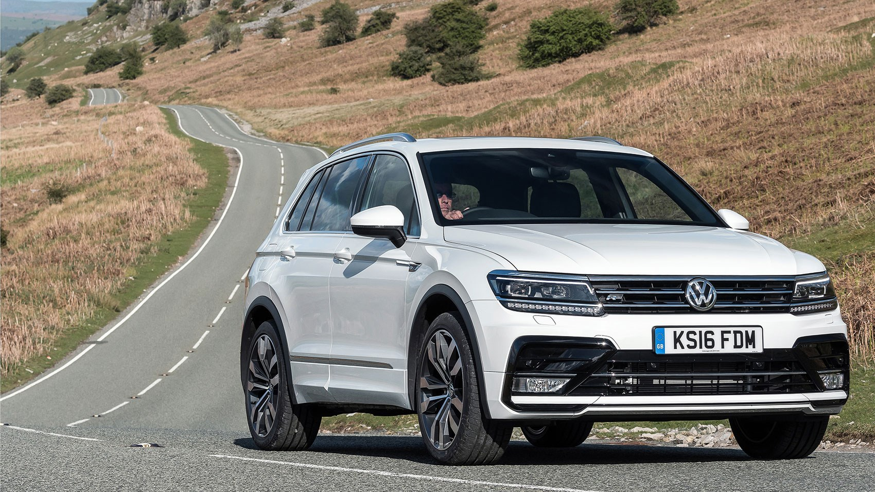 vw tiguan r line 2 0 tdi 150 4motion dsg 2016 review by car magazine. Black Bedroom Furniture Sets. Home Design Ideas
