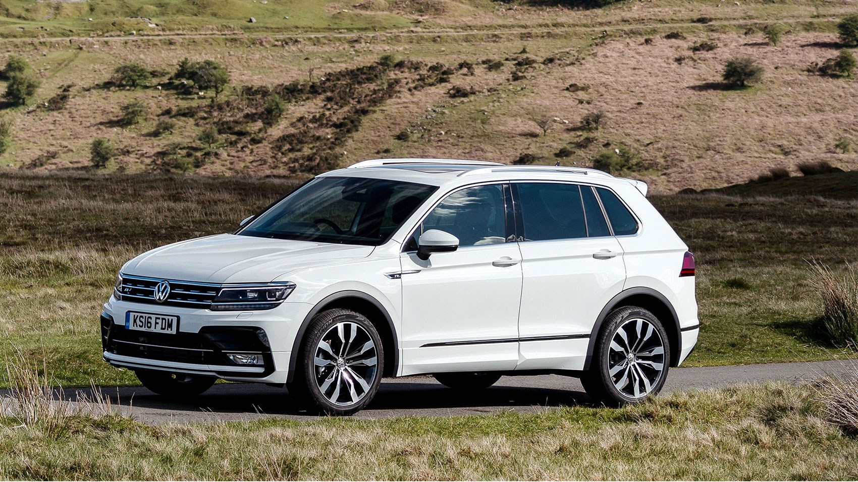 vw tiguan r line 2 0 tdi 150 4motion dsg 2016 review by. Black Bedroom Furniture Sets. Home Design Ideas