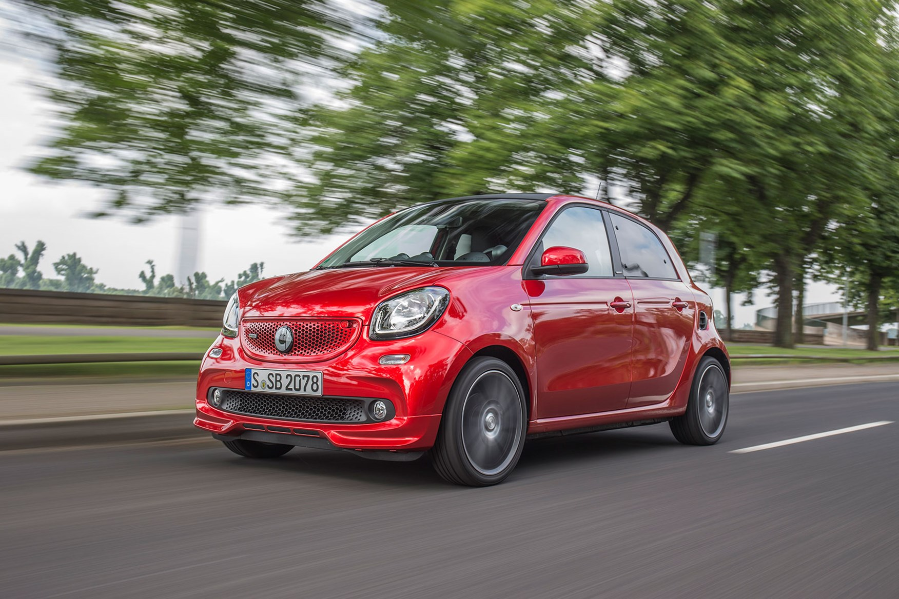 Smart ForFour Brabus (2016) review by CAR Magazine