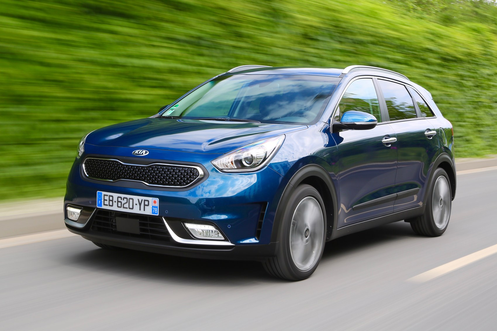 kia niro 2016 review by car magazine. Black Bedroom Furniture Sets. Home Design Ideas