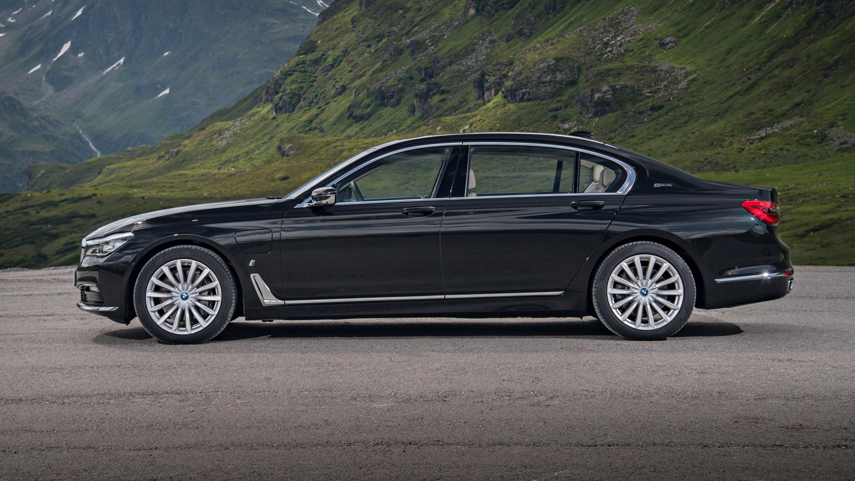 bmw 7 series 740le xdrive iperformance 2016 review car magazine. Black Bedroom Furniture Sets. Home Design Ideas