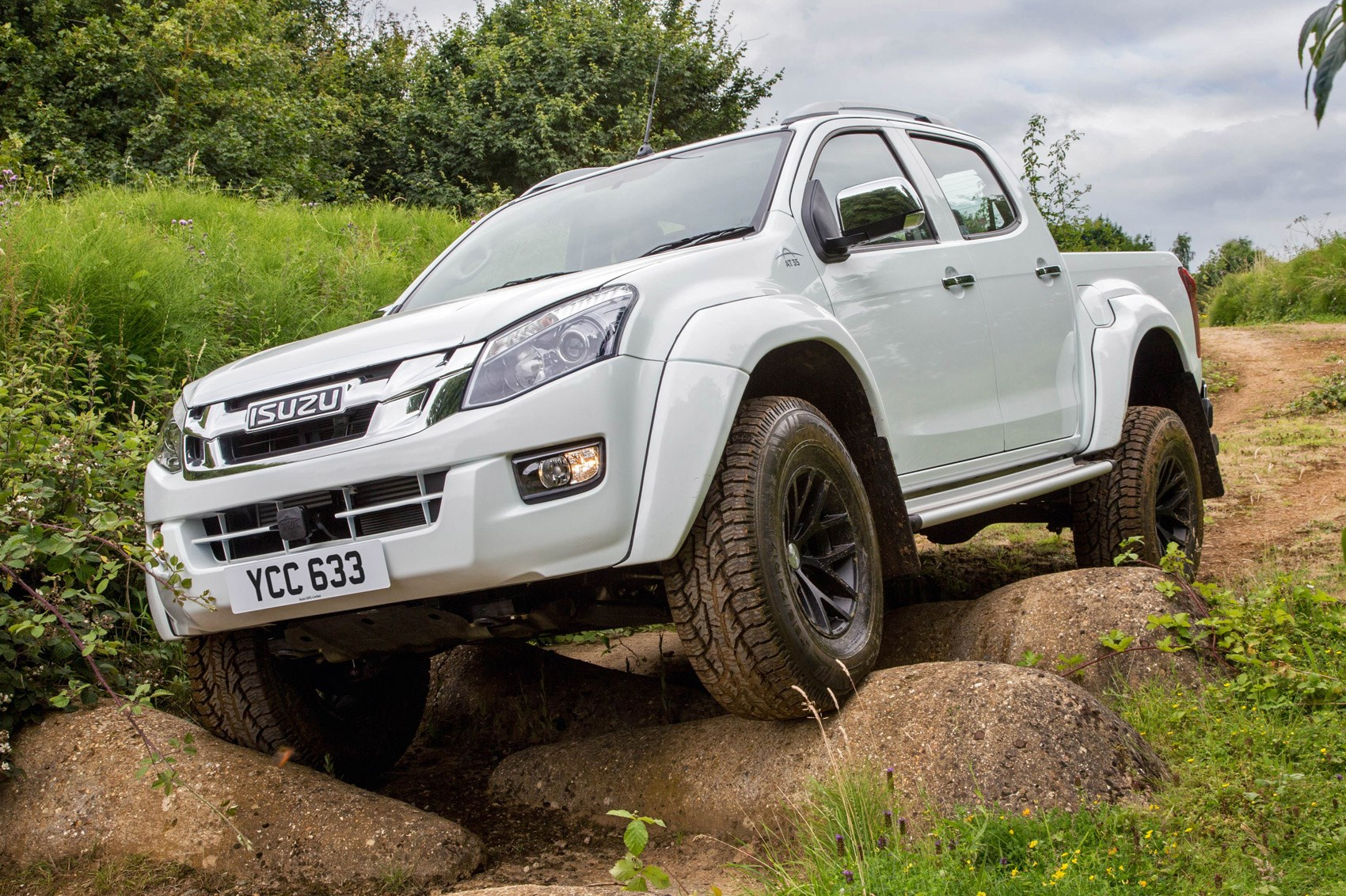 Dacia Pickup 2017 >> Isuzu D-Max Arctic Trucks AT35 (2016) review by CAR Magazine