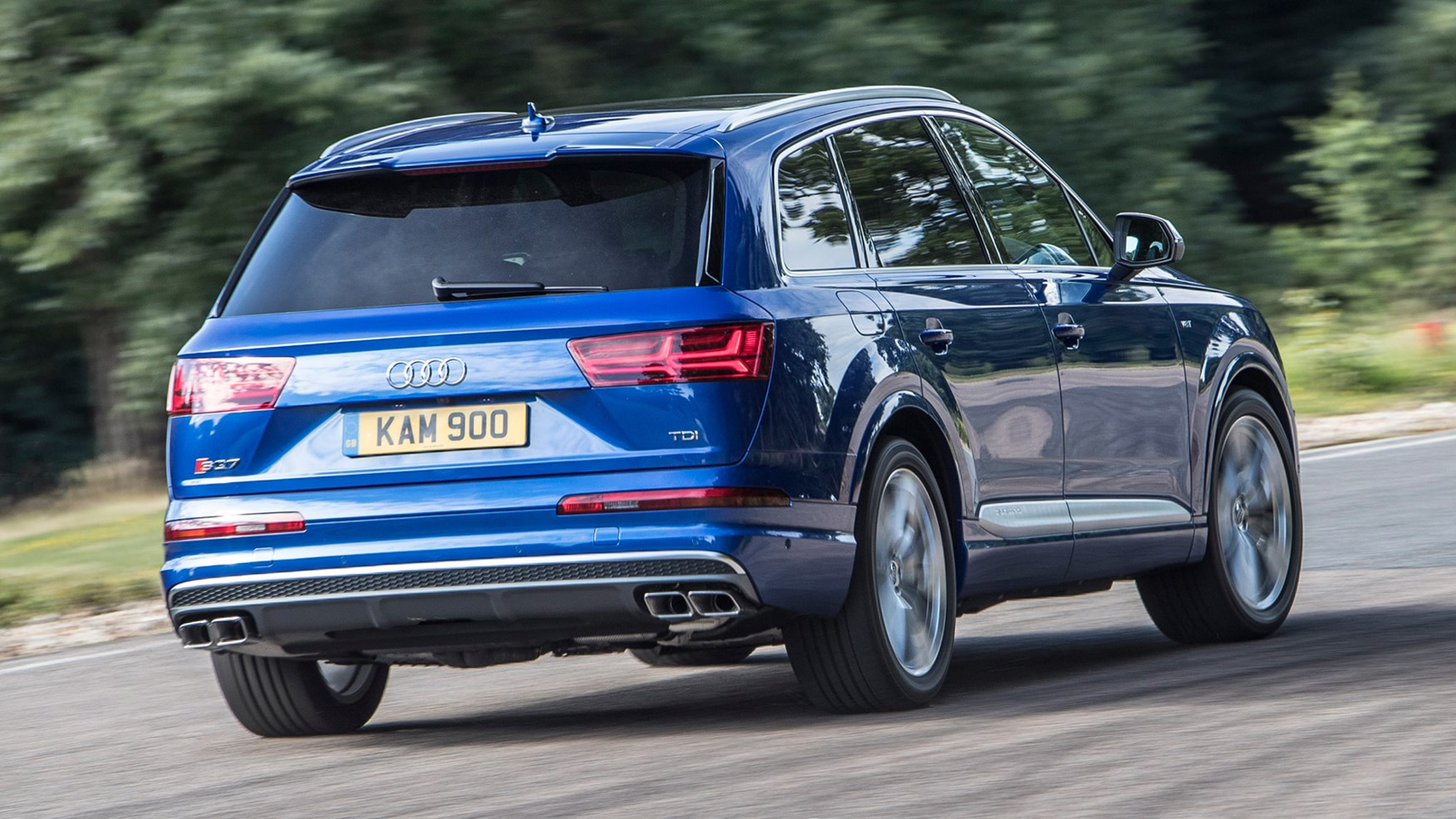Audi SQ7 TDI (2016) UK review by CAR Magazine