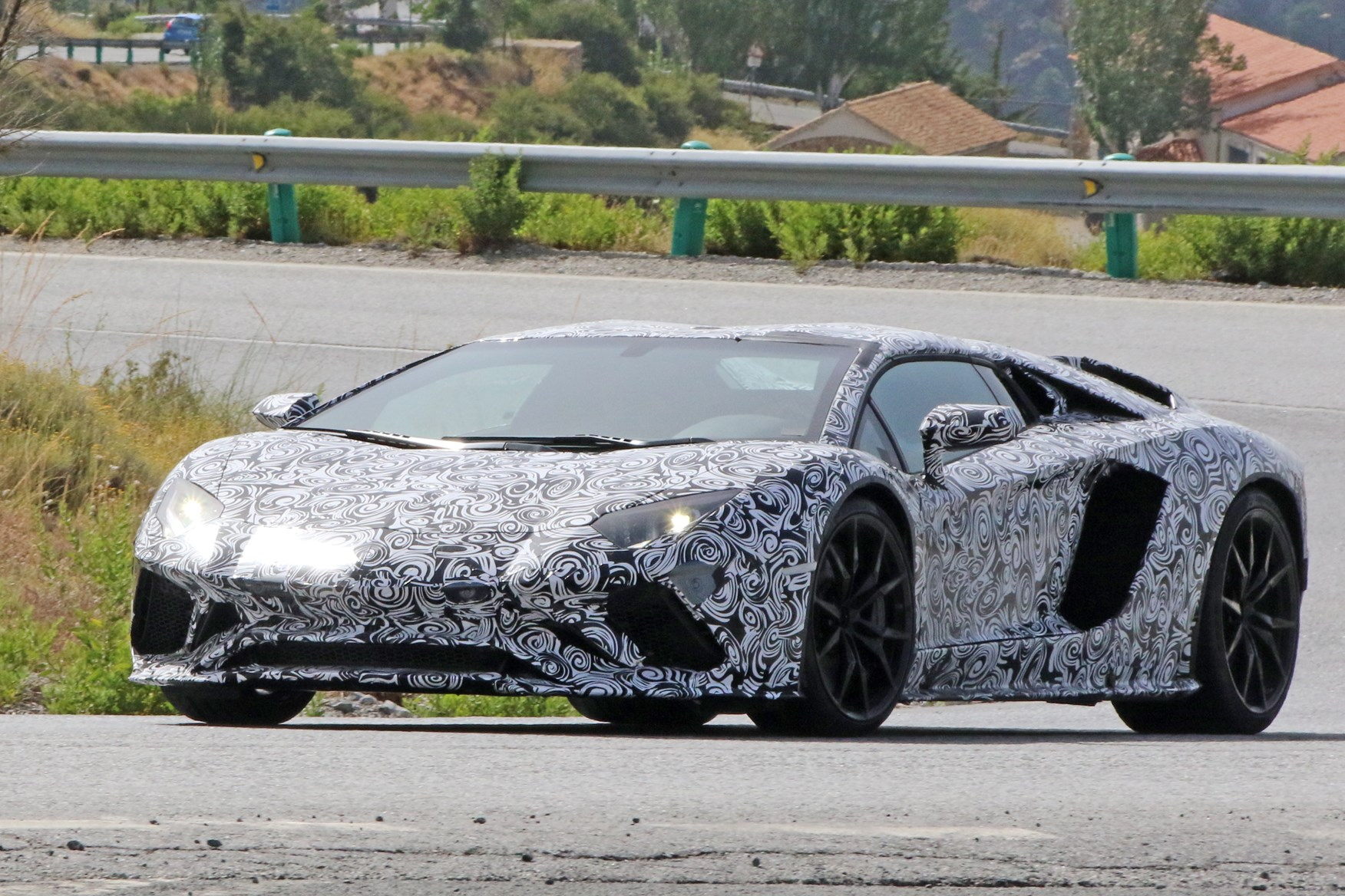 Lamborghini Aventador Roadster: The V12 Lives On Until 2022 ...