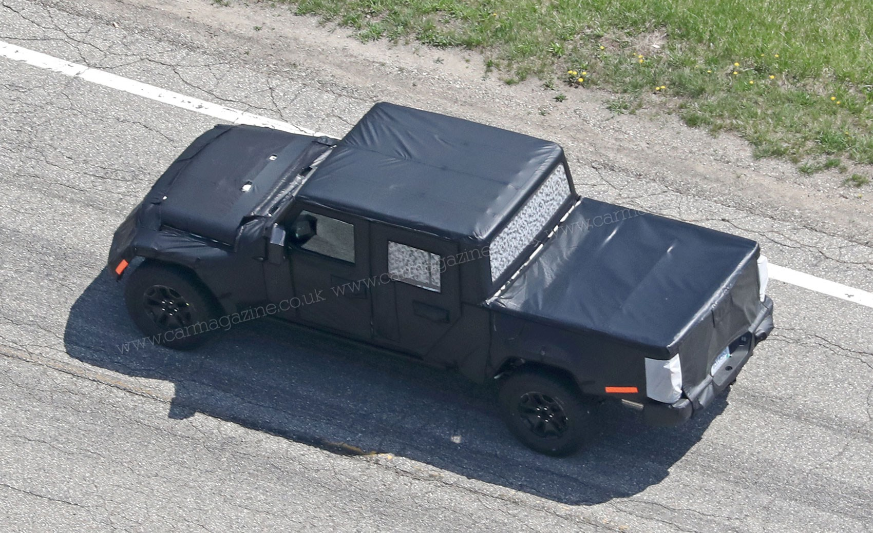 New 2019 Jeep Wrangler \'JT\' pick-up truck spotted by CAR Magazine