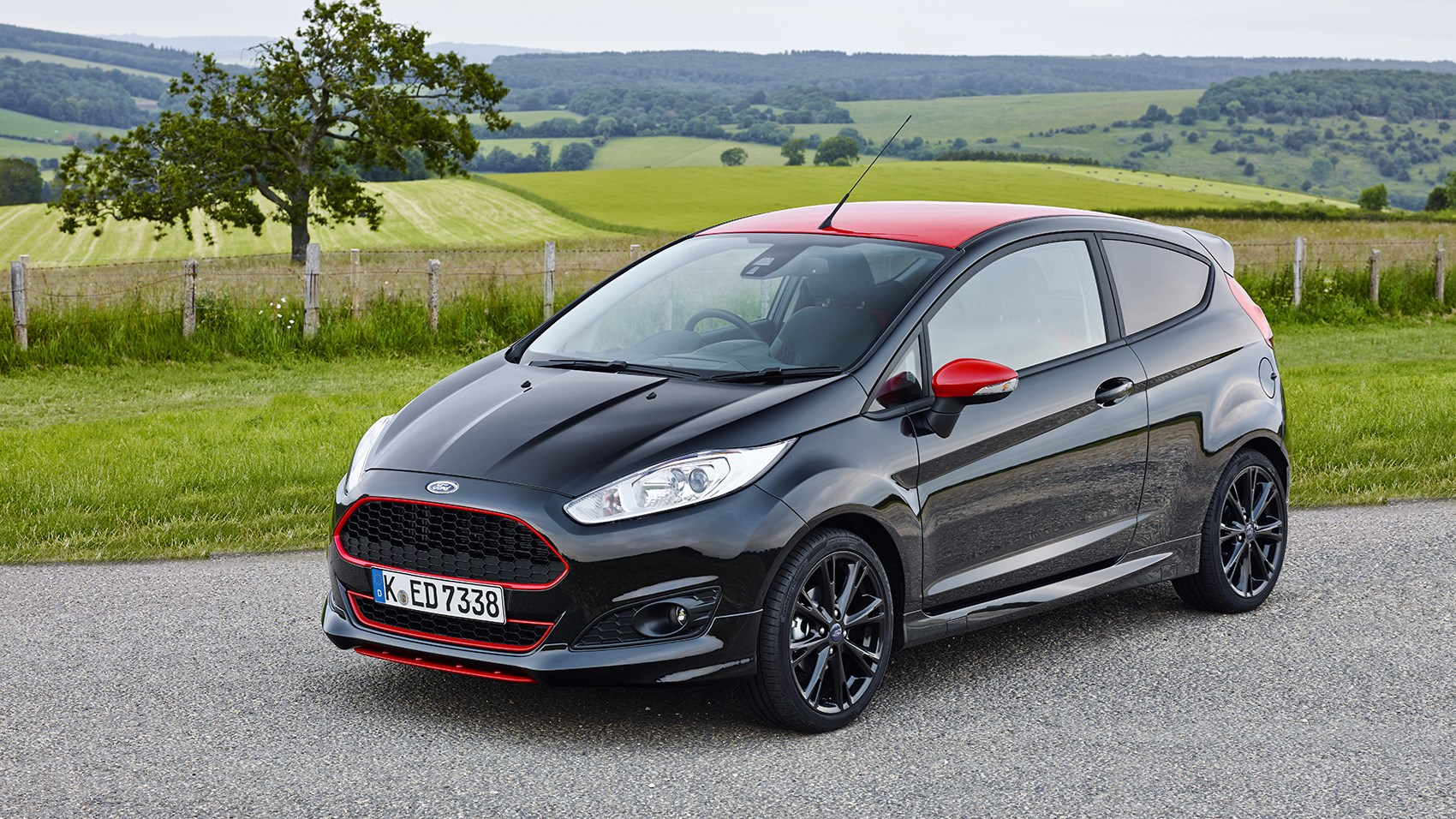 ford fiesta 1 0 ecoboost 140ps st line black edition 2016 review by car magazine. Black Bedroom Furniture Sets. Home Design Ideas