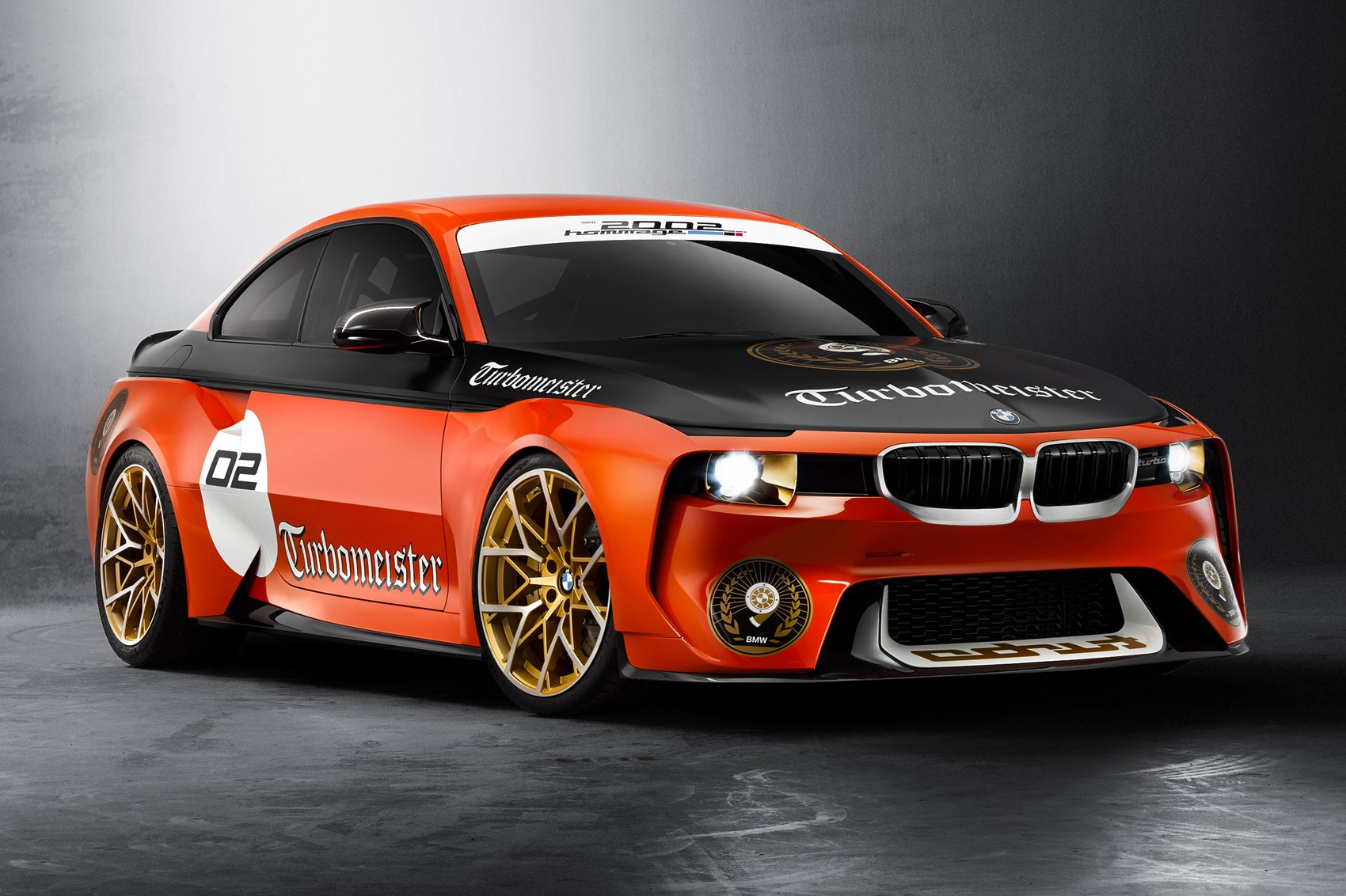 BMW 2002 Hommage pays tribute to motor racing glories