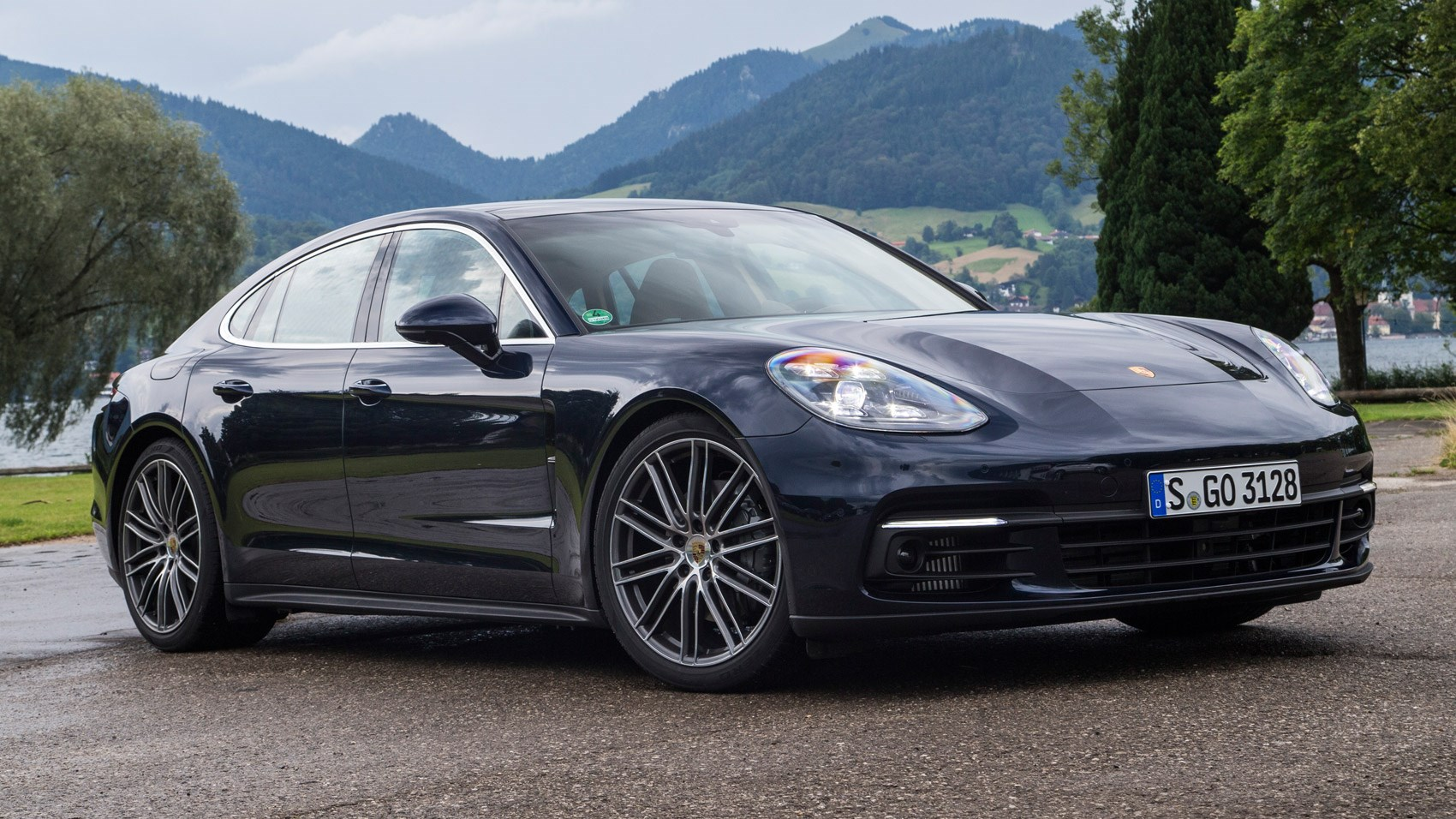Porsche Panamera 4S Diesel (2016) review by CAR Magazine