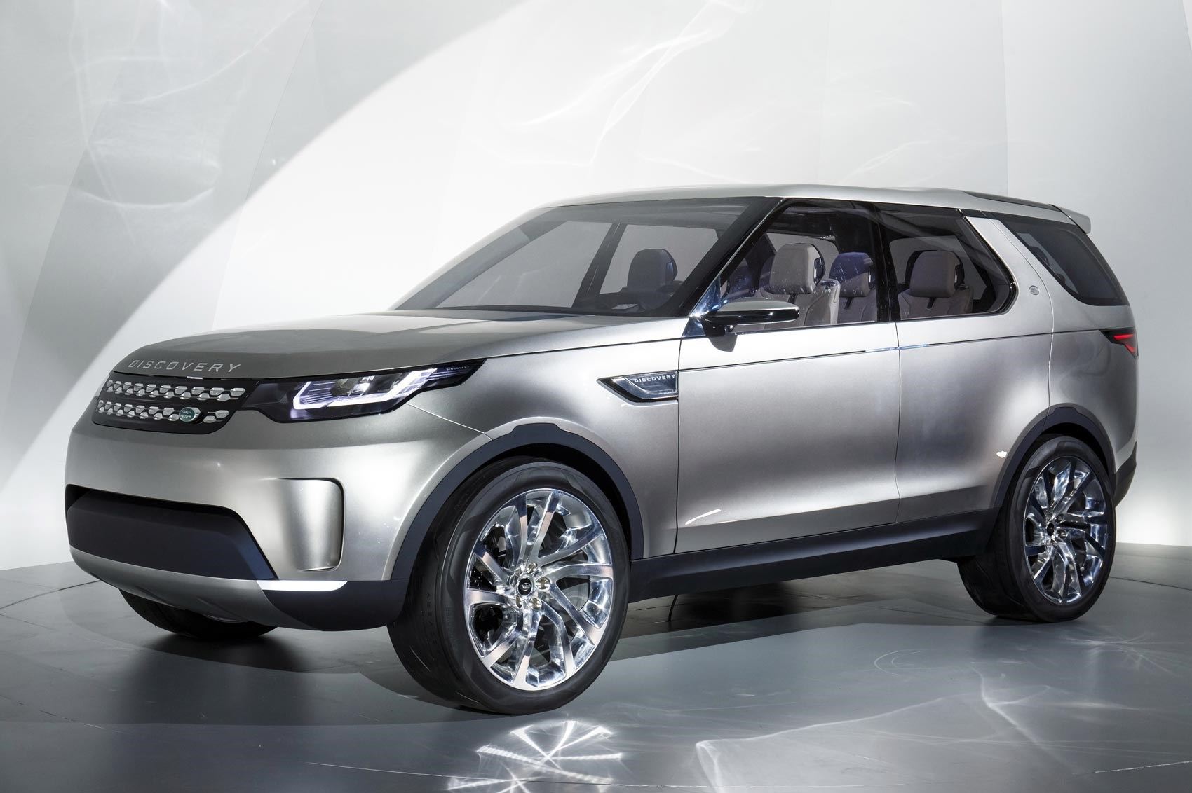 next gen land rover discovery previewed by car magazine. Black Bedroom Furniture Sets. Home Design Ideas