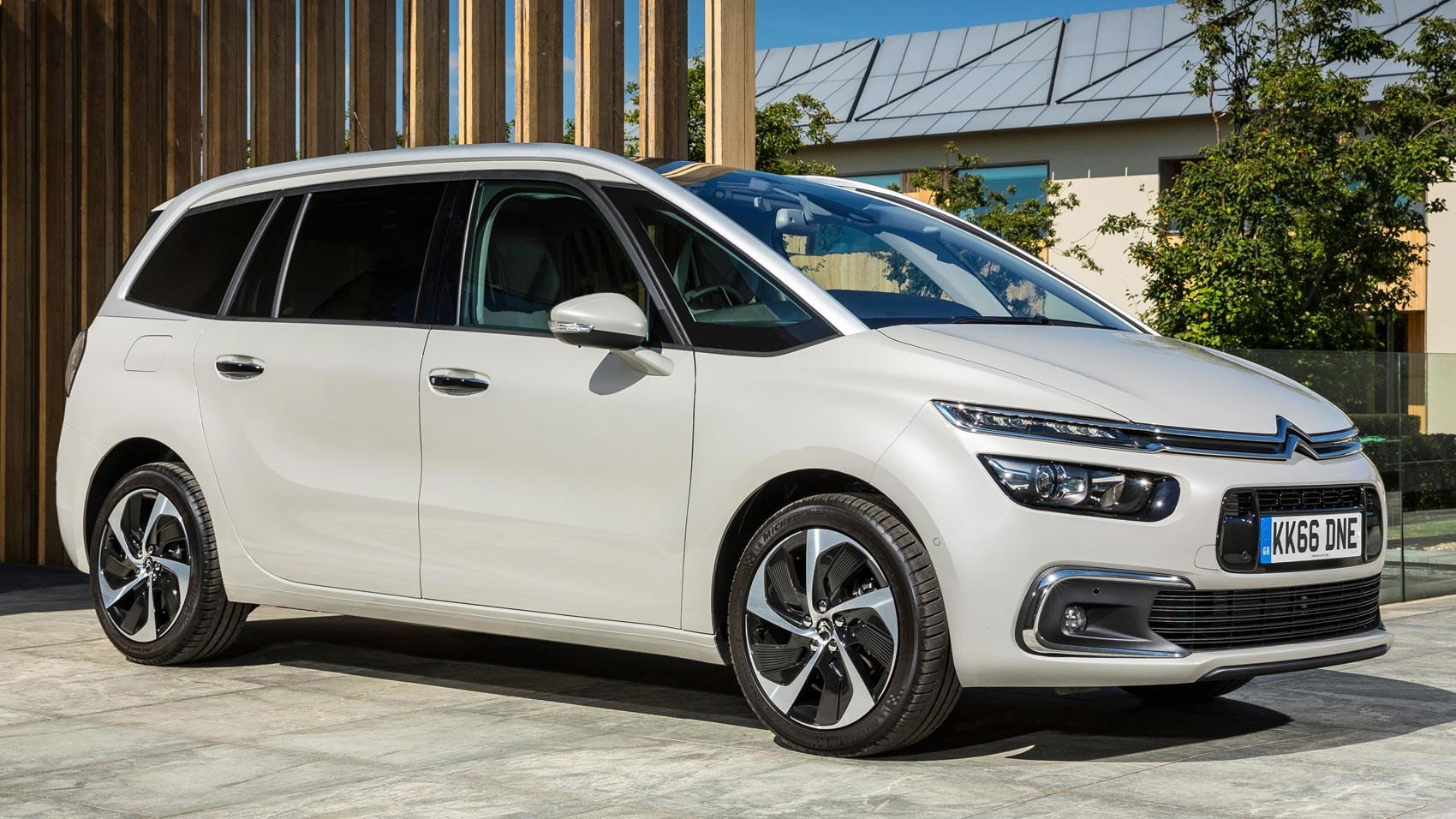 Best 7 Seater Cars >> The Motoring World Citroen Grand C4 Picasso Wins The Best