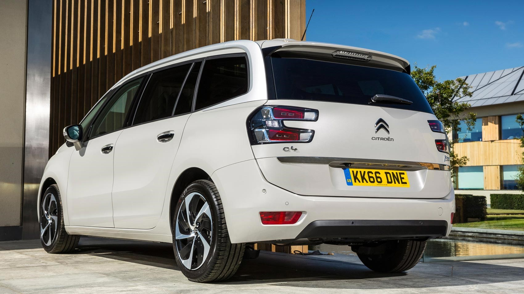 Citroen Grand C4 Picasso Flair Bluehdi 150 2016 Review