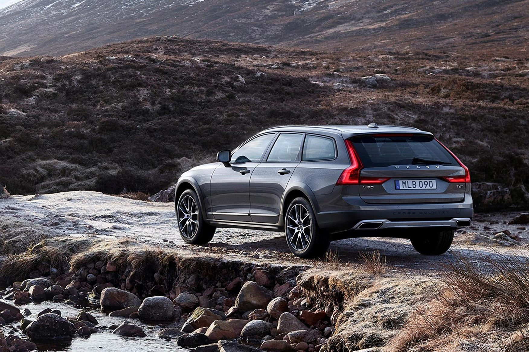 Jacked premium: Volvo V90 Cross Country revealed | CAR Magazine
