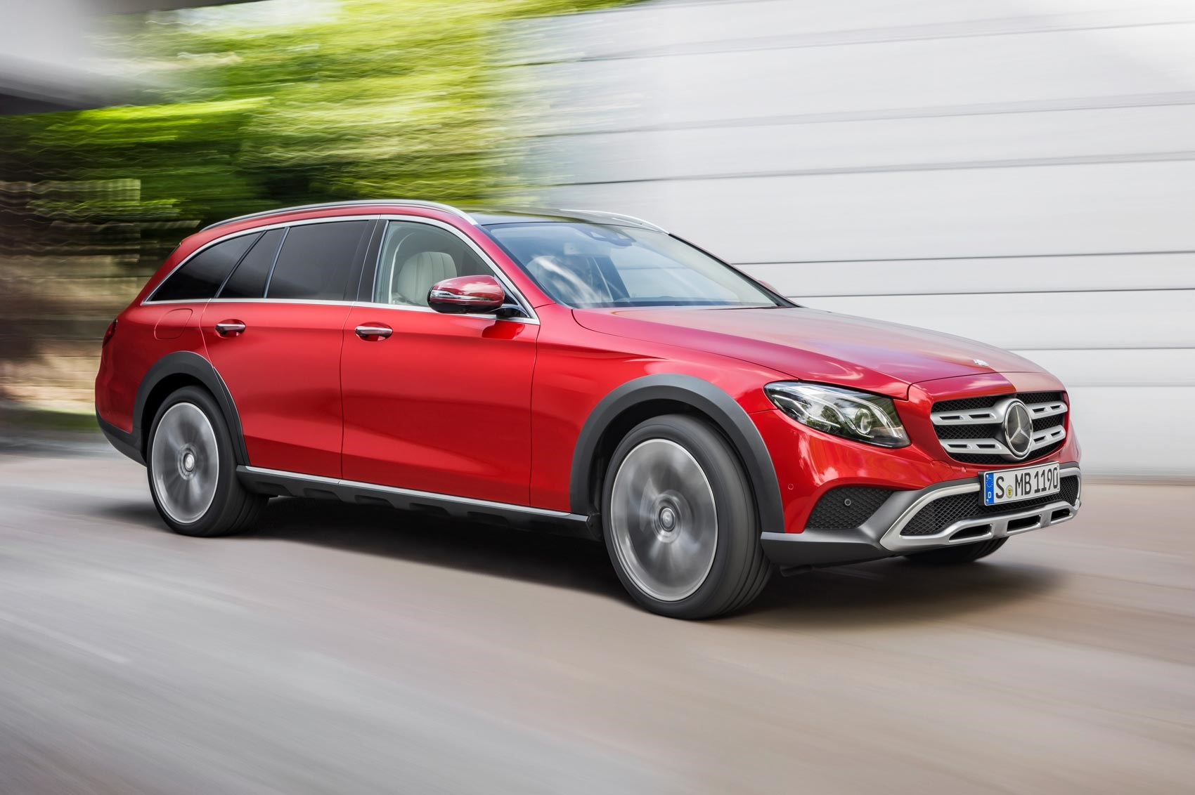 mercedes gets a lift new e class all terrain revealed by. Black Bedroom Furniture Sets. Home Design Ideas