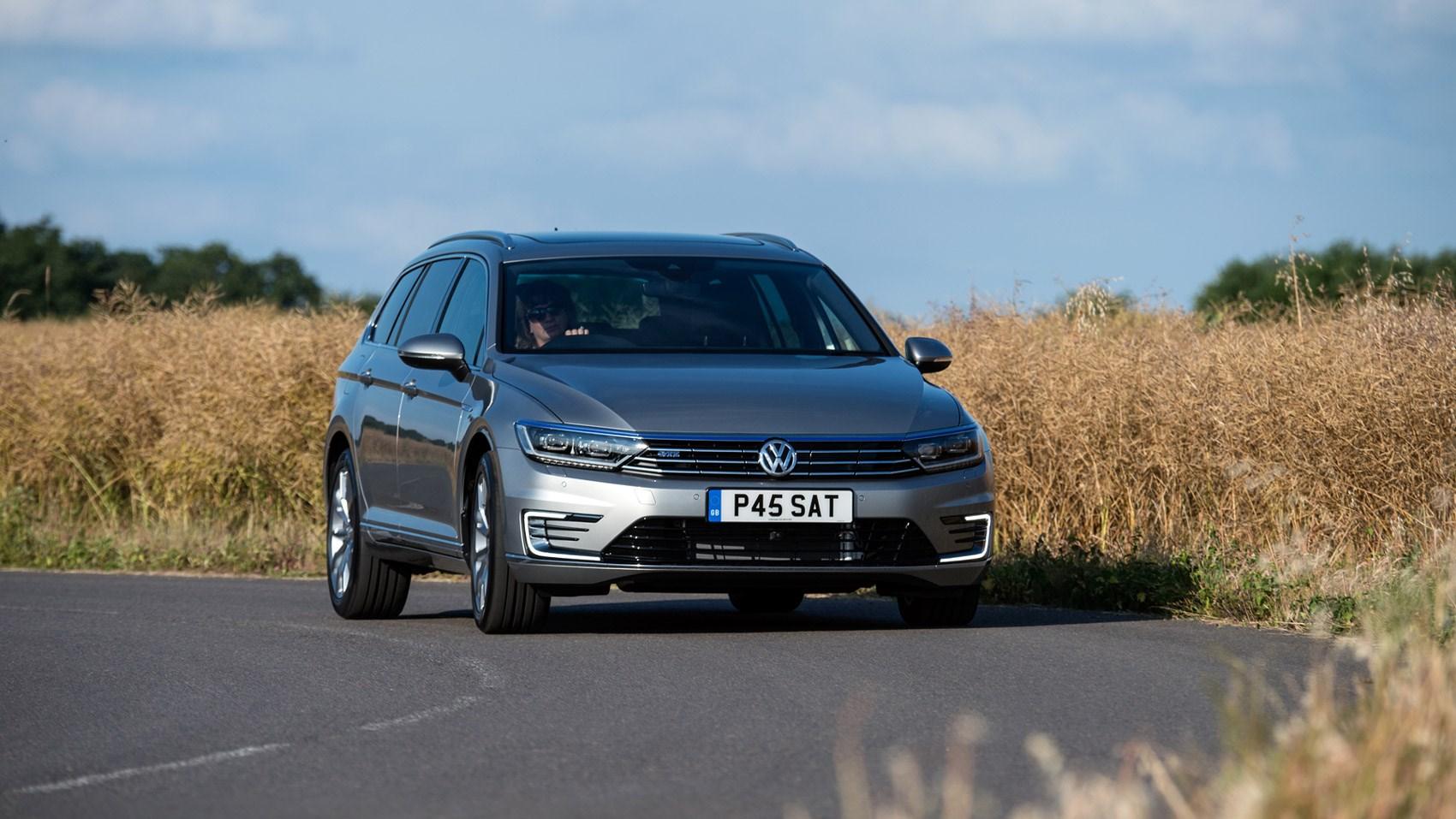 Volkswagen passat review 2017 autocar -  New Vw Passat Gte Corners Smartly Enough But It S No Sports Estate