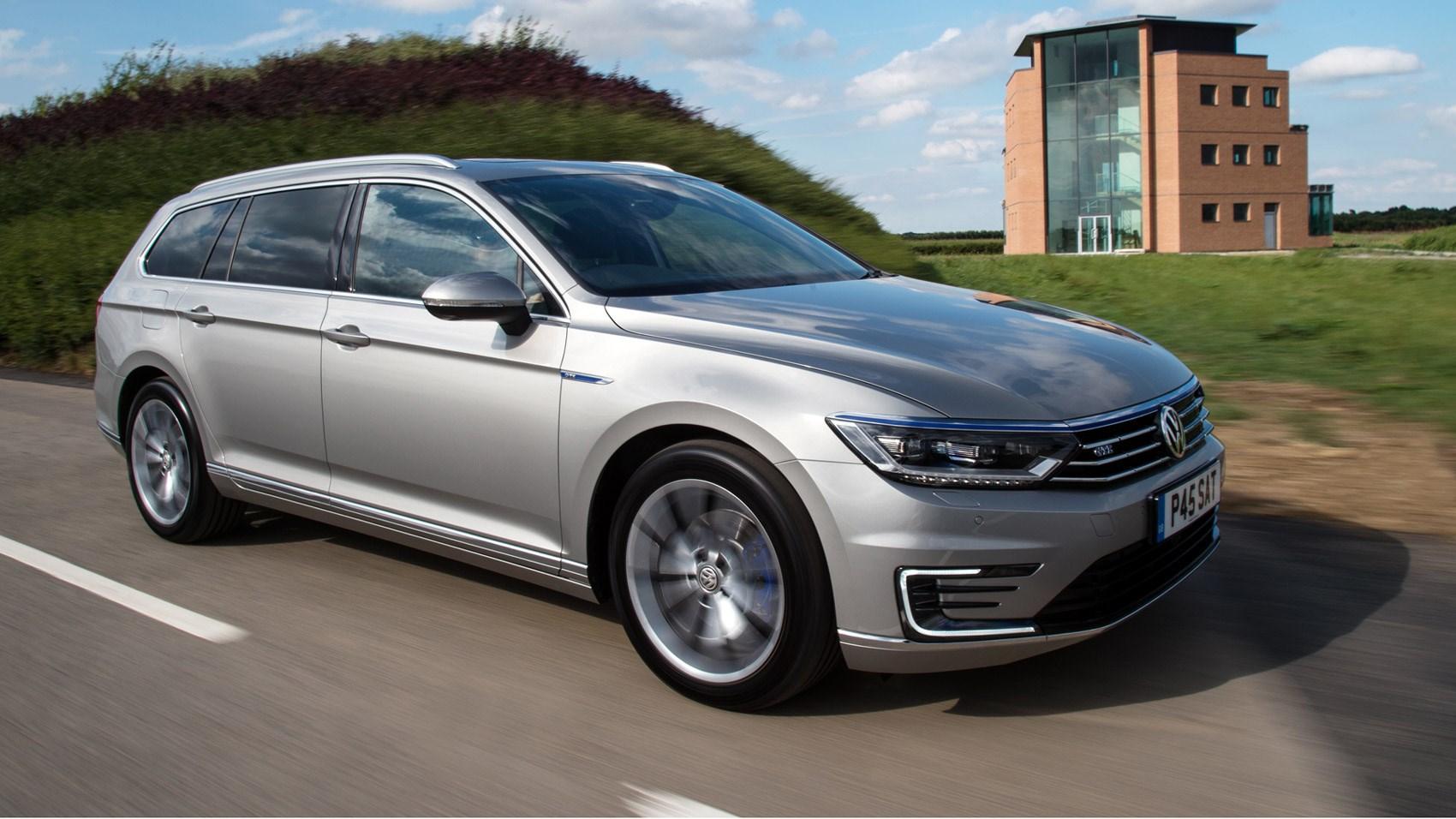 Volkswagen passat review 2017 autocar -  Note C Shaped Led Day Running Lights On Passat Gte