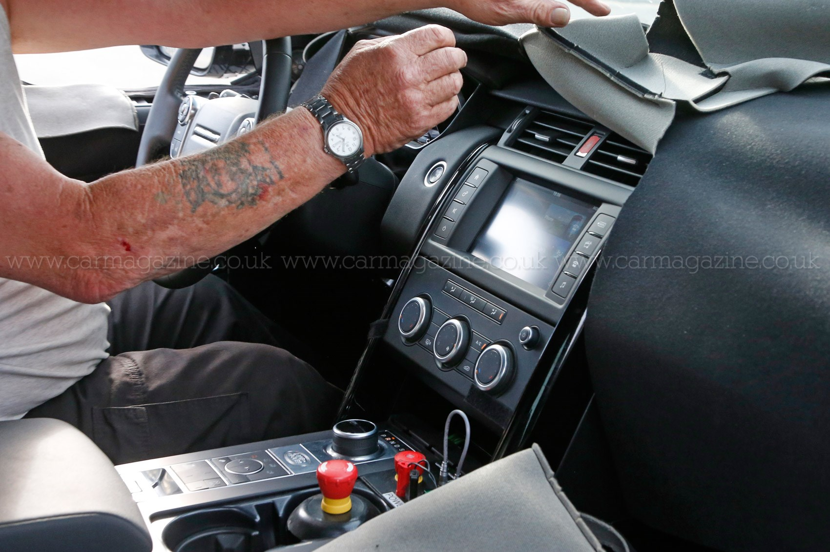 A new discovery land rover 39 s 2016 disco spied plus info - Land rover discovery interior dimensions ...