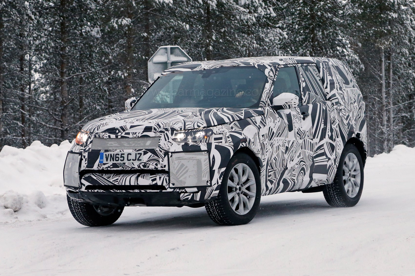 A new Discovery: Land Rover's 2016 Disco spied, plus info ...