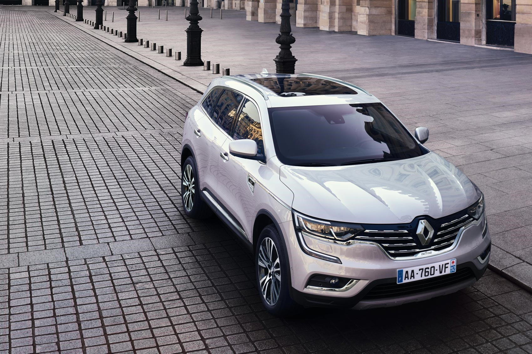 upmarket renault koleos initiale paris revealed by car magazine. Black Bedroom Furniture Sets. Home Design Ideas