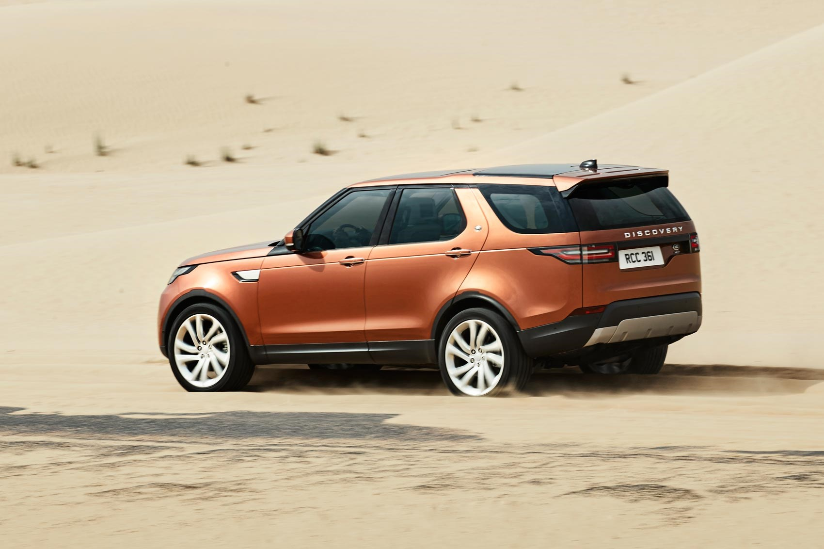 discovery 5 is alive land rover s new seven seat. Black Bedroom Furniture Sets. Home Design Ideas