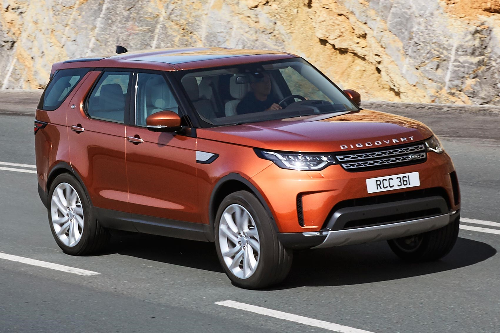 discovery 5 is alive land rover s new seven seat practicality monster unveiled by car magazine. Black Bedroom Furniture Sets. Home Design Ideas