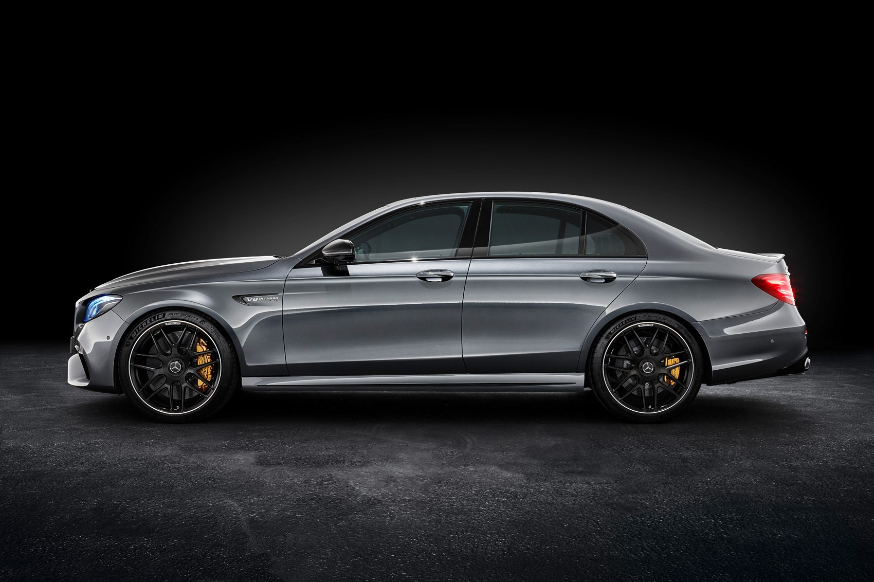 suited and boosted 2017 mercedes amg e63 4matic revealed. Black Bedroom Furniture Sets. Home Design Ideas