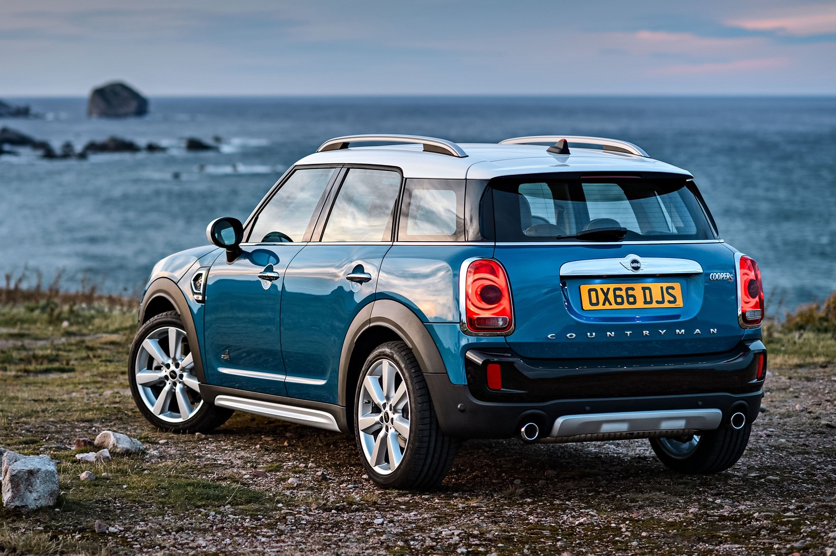 new 2017 mini countryman is the biggest mini ever car. Black Bedroom Furniture Sets. Home Design Ideas