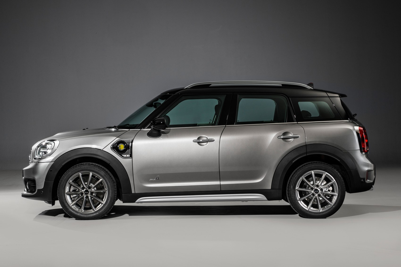 new 2017 mini countryman is the biggest mini ever car magazine. Black Bedroom Furniture Sets. Home Design Ideas
