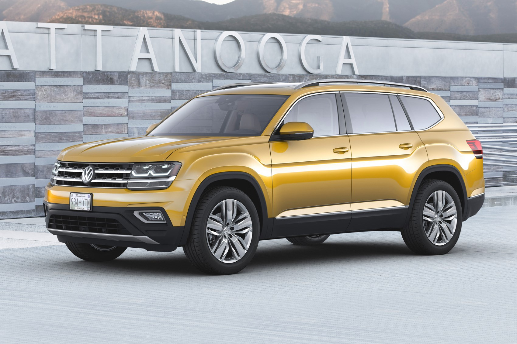 seven seat vw atlas suv unveiled in the us by car magazine. Black Bedroom Furniture Sets. Home Design Ideas